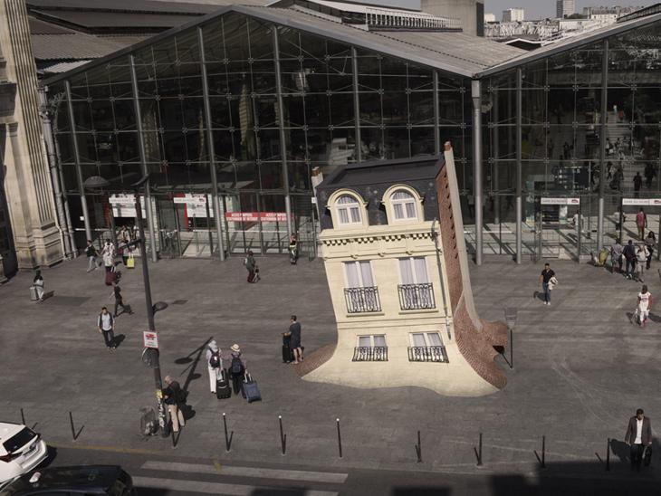 Leandro Erlich, Maison Fond, 2015, Nuit Blanche 2015, Gare du Nord, Paris, France