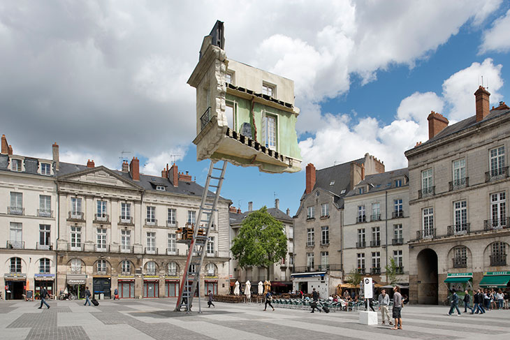 Leandro Erlich, 2012, The Furniture Lift - the Ultimate Moving out, Installation view, Nantes, France