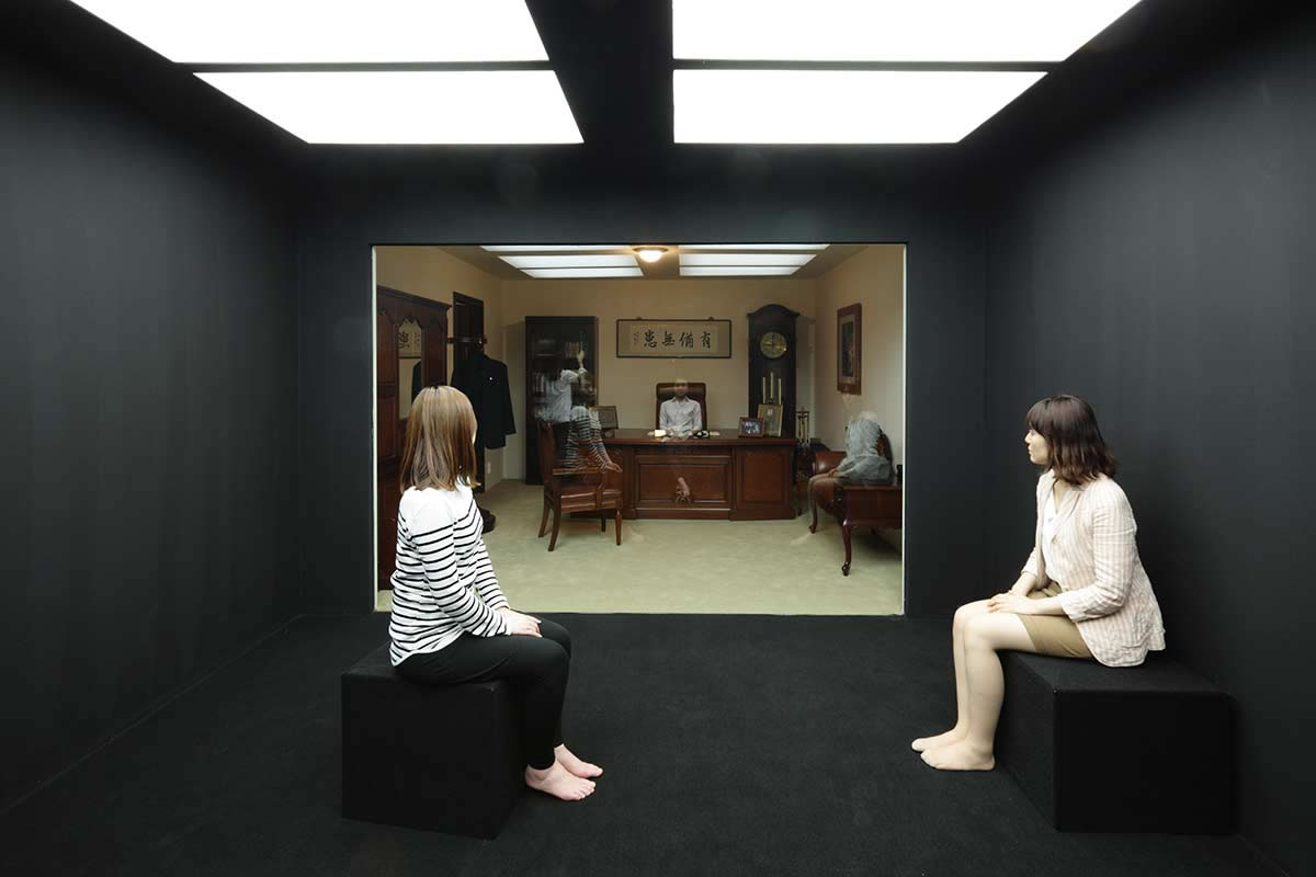 Leandro Erlich, The Chairman's Room, 2012, Installation view, SongEun Art Space  Seoul, Korea