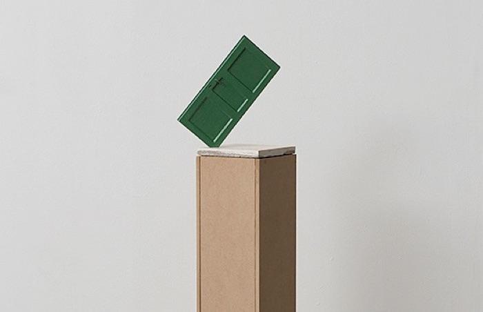 Nira Pereg, Five Calls Sun Clock, floor tile and painted aluminum cast, 40 x 20 x 20 cm. Pedestal 120 x 20 x 20 cm