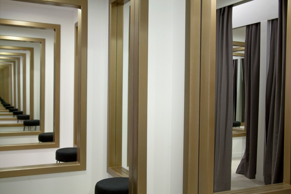 Leandro Erlich, Changing Rooms, 2008, Installation view, Galería Ruth Benzacar, Buenos Aires, Argentina, 2012