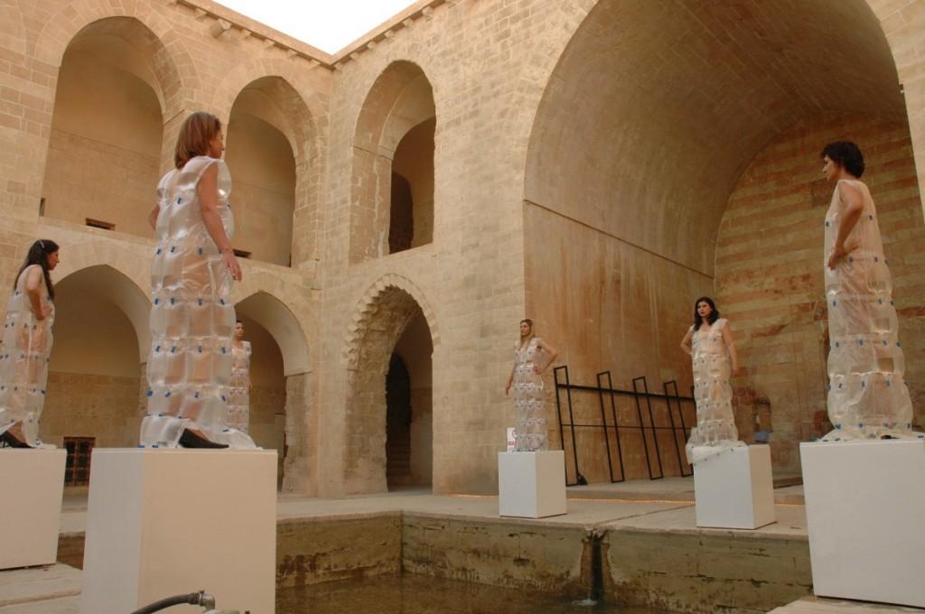 Nezaket Ekici, Fountain for 6 Women, 2010, performance