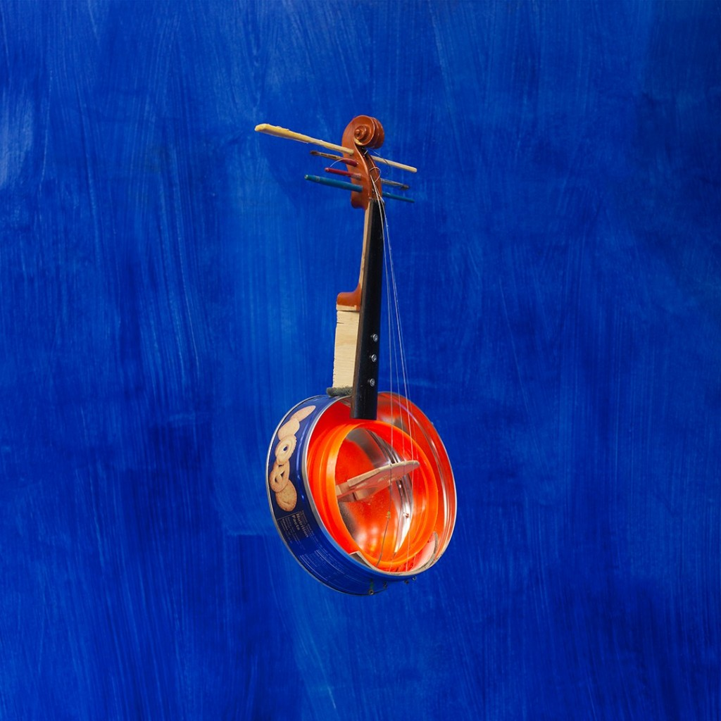 Violin on Blue, 2014, 76x76 cm