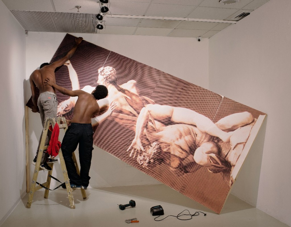 150 x 193 cm.