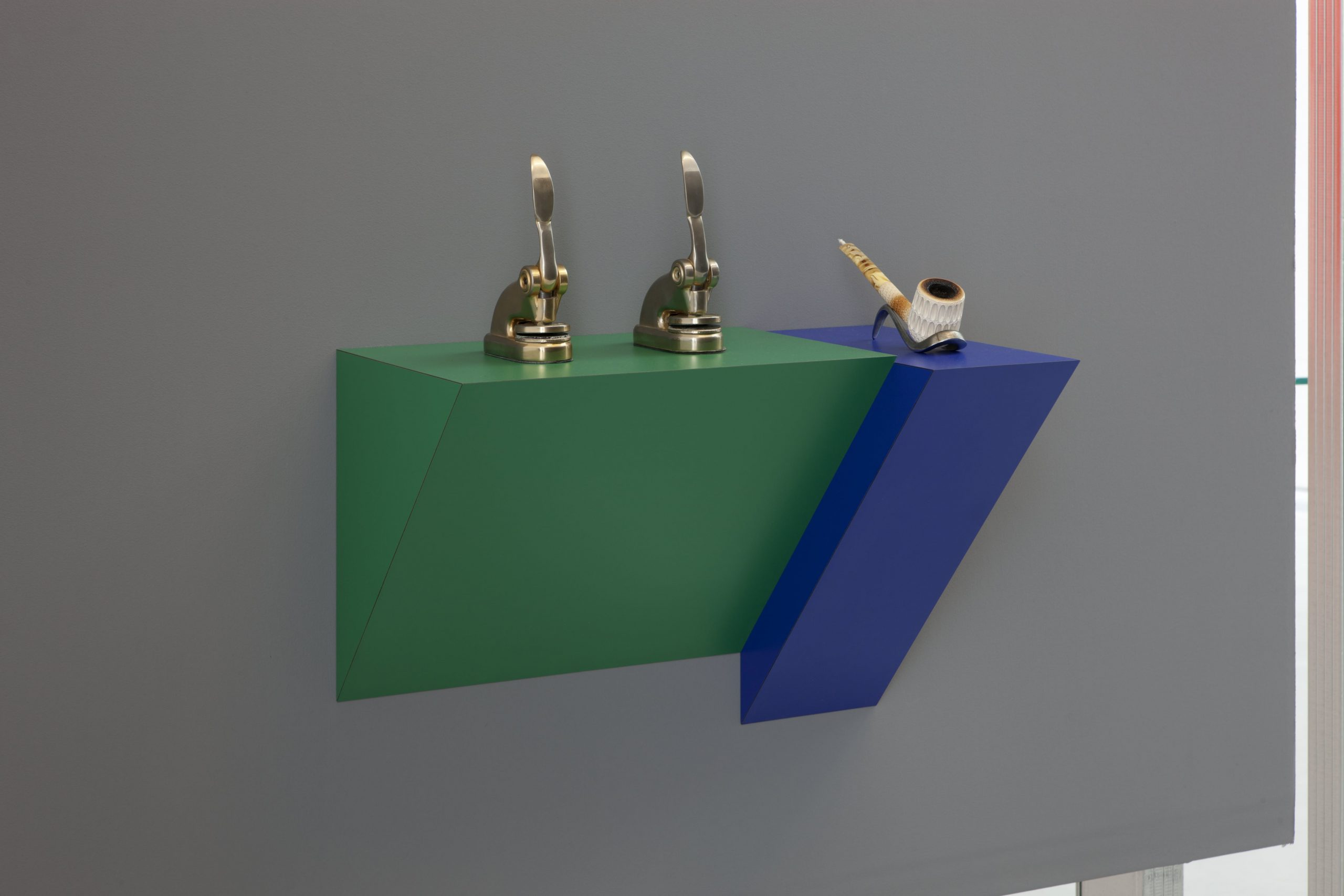 Haim Steinbach, Untitled (punches, pipe), 2012 Plastic laminated wood shelf 2 metal punches meerschaum pipe, 52,5x51,5x29,7 cm