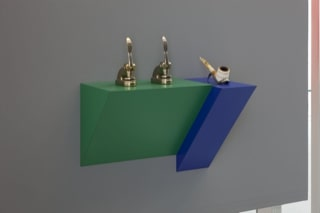 Haim Steinbach, Untitled (punches, pipe), 2012 Plastic laminated wood shelf; 2 metal punches; meerschaum pipe, 52,5x51,5x29,7 cm