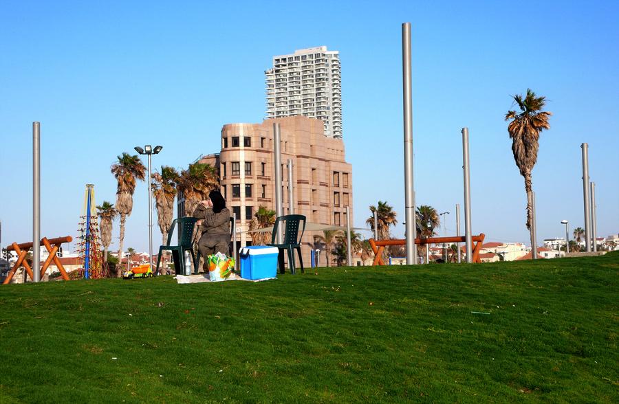 David Adika, Untitled (Charles Klor Park ), Tel Aviv Yaffo 2009, 33 x 47 cm
