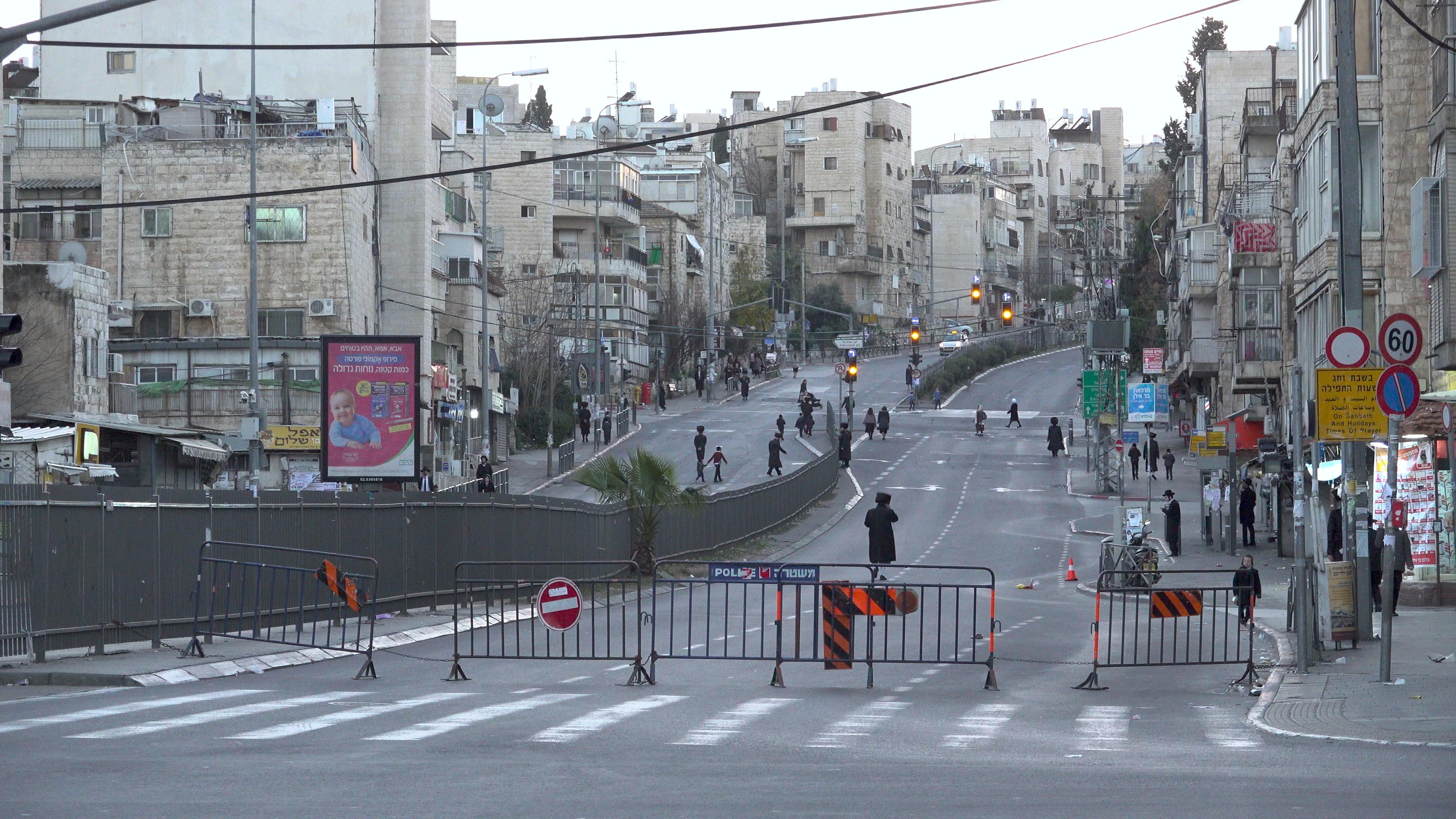 THEOS & KRATEO 2018—2021 4 min 42 sec.  Jerusalem ; Bar ilan junction & Buchrim junction, adjustment to 100 gates neighborhood. Synchronized video diptych, loop